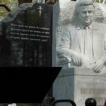 Памятник-бюст на могилу, как один из вариантов надгробия.