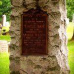 Памятники-глыбы (горбушки) из гранита на могилу