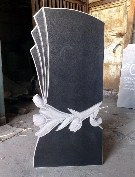 Оригинальный памятник с тюльпаном в форме веера - один из вариантов надгробия.