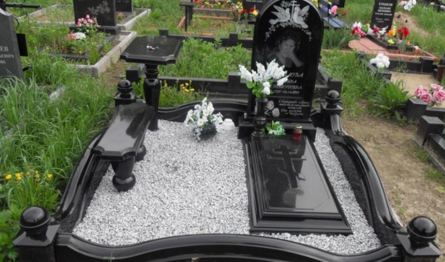 Когда можно устанавливать памятник на могилу после смерти человека?